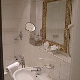 Altstadthotel_St_Georg-Dusseldorf-Bathroom-218025.jpg