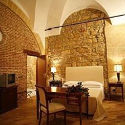 Carmine-Marsala-Room-4-222080.jpg
