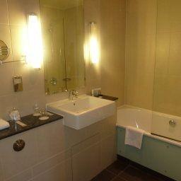 Walton_Hall_-_The_Hotel_Collection-Warwick-Bathroom-253717.jpg