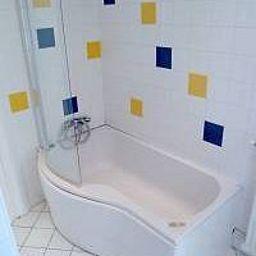 Astrid-Rouen-Bathroom-2-253973.jpg
