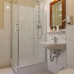 Am_Markt-Munich-Bathroom-2-254179.jpg