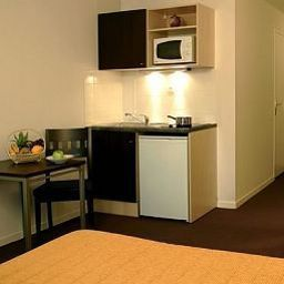 Kitchen Aparthotel Adagio access Paris Clamart