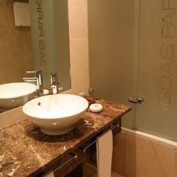 Bathroom Lagoas Park