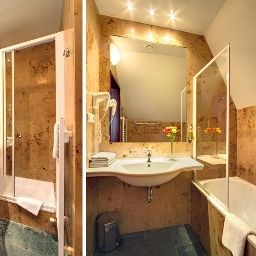 Clementin_Old_Town-Prague-Bathroom-258312.jpg