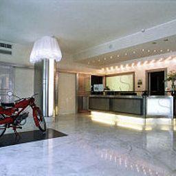 Vestíbulo del hotel Sporting Brugherio