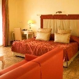 Soleil_Et_Jardin-Sanary-sur-Mer-Room_with_terrace-1-350750.jpg