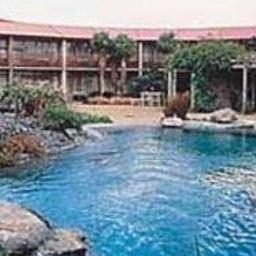Quality_Inn_Angus-Wellington-Pool-366204.jpg