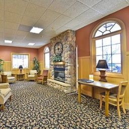 Lobby Quality Inn & Suites Event Center