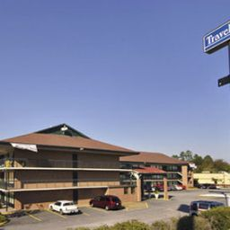 TRAVELODGE_MACON_NORTH-Macon-Exterior_view-2-373544.jpg