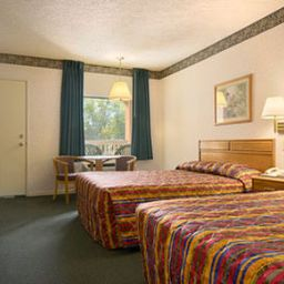 TRAVELODGE_GRAND_RAPIDS-Grand_Rapids-Room-3-378936.jpg