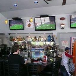 DOWNTOWN_VALUE_INN-Portland-Hotel_bar-2-382369.jpg