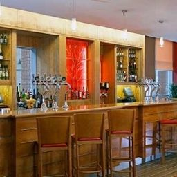 Jurys_Inn_Heathrow-London-Hotel_bar-5-384980.jpg
