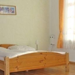 Weisses_Ross-Lahnstein-Standard_room-4-389706.jpg