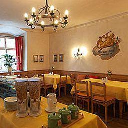 Sala de desayuno Goldener Engl