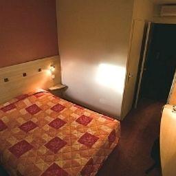 Au_comte_d_Ornon_Logis-Gradignan-Standard_room-2-390252.jpg