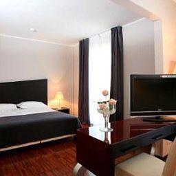 Cavour-Novara-Room-1-390406.jpg