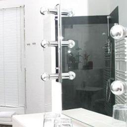 Toms_Gay_Hotel-Berlin-Bathroom-2-391214.jpg