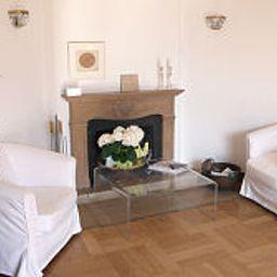 Villa_Falkenberg-Dusseldorf-Interior_view-391742.jpg