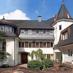 Villa_Falkenberg-Dusseldorf-Exterior_view-391742.jpg