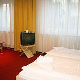 Kiez_Pension-Berlin-Room-4-391826.jpg