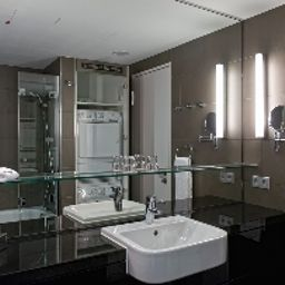 Bagno in camera Adina Apartment Checkpoint Charlie Berlin