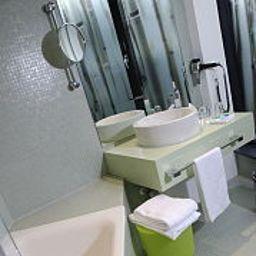 Mercure_Hotel_Art_Leipzig-Leipzig-Bathroom-399538.jpg