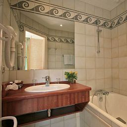 Le_Lac-Talloires-Bathroom-400651.jpg
