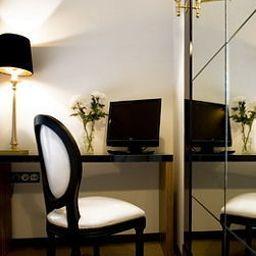 Room_Mate_Leo_Design_Hotel-Granada-Room-12-401044.jpg