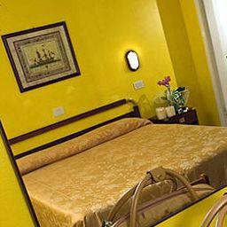 Maremonti-Gabicce_Mare-Room-1-401598.jpg