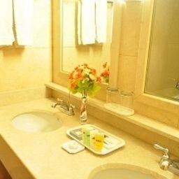 Lexington_Hotel-Seoul-Badezimmer-407191.jpg
