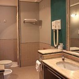 Tennis_Hotel-Pozzuoli-Bathroom-407241.jpg