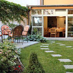 Alley-Olomouc-Garden-409495.jpg