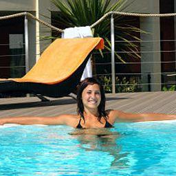 Alia_Vital_Appart-Hotel-Algund-Pool-1-411932.jpg