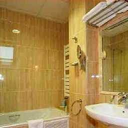 Confort-Oviedo-Bathroom-2-412575.jpg