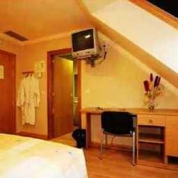 Confort-Oviedo-Business_room-412575.jpg