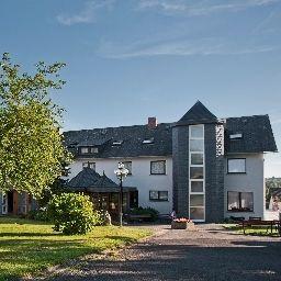 Karrenberg_Landhotel-Kirchberg-Aussenansicht-413524.jpg