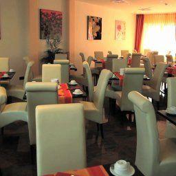 Grand_Hotel_Dream_Main_City_Center-Frankfurt_am_Main-Restaurantbreakfast_room-1-414070.jpg