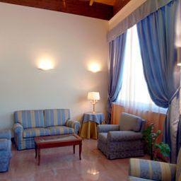 Vestíbulo del hotel Le Grotte Hotel & Spa