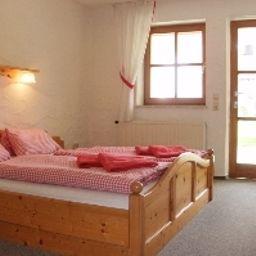 Rosenhof-Aidenbach-Room-5-421153.jpg