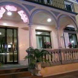 Vista esterna Villa Luigia