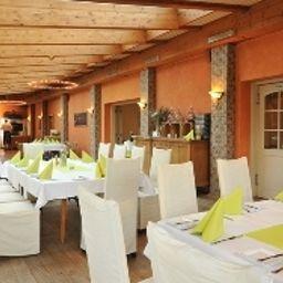 Dreimaedelhaus-Espelkamp-Restaurantbreakfast_room-1-423502.jpg
