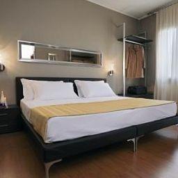 Small_Hotel_Royal-Padua-Room-1-423765.jpg