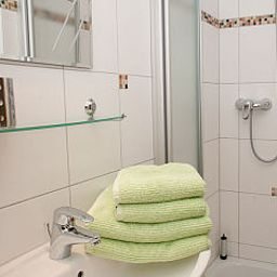 Gisela_Pension-Goessweinstein-Bathroom-424033.jpg