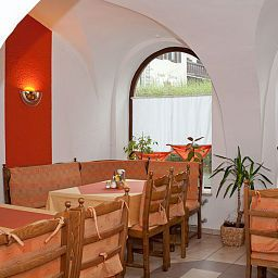 Gisela_Pension-Goessweinstein-Breakfast_room-1-424033.jpg