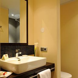 Leonardo-Berlin-Bathroom-1-424118.jpg
