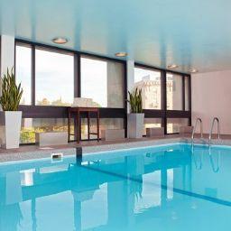 Swimming pool Crowne Plaza BOSTON - NEWTON