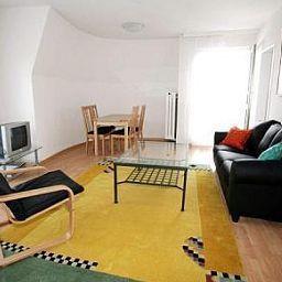 Uni_80_Swiss_Star_Apartments-Zurich-Room-1-434291.jpg