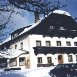 Ferienwohnungen-Fruehstueckspension_Peter_Loecker_Pension-Mariapfarr-Exterior_view-1-434954.jpg