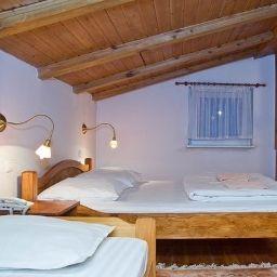 Villa_Toscania-Poznan-Triple_room-2-438127.jpg
