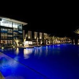 Swimming pool RADISSON BLU HOTEL DAKAR SEA PLAZA